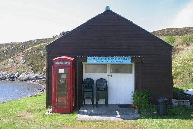 Urząd pocztowy i kawiarnia na wyspie Tanera Mor