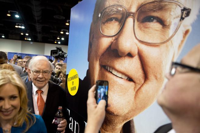 Warren Buffett podczas zjazdu akcjonariuszy Berkshire Hathaway 2013