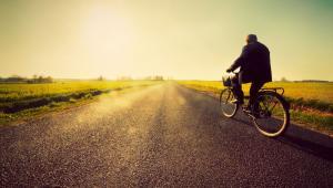 Emeryt na rowerze