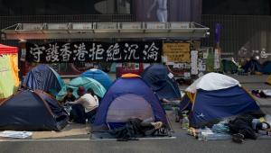 Protesty w Hongkongu. Miasteczko namiatowe demonstrantów przed siedzibą admiralicji rządu centralnego w dzielnicy biznesowej Hongkongu.