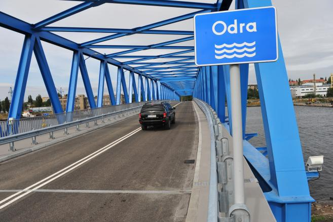 Most Brdowski łączący w Szczecinie lewy brzeg Odry z wyspą Ostrów Brdowski na rzece został otwarty. <br><br>Fot. (mr) PAP/Marcin Bielecki