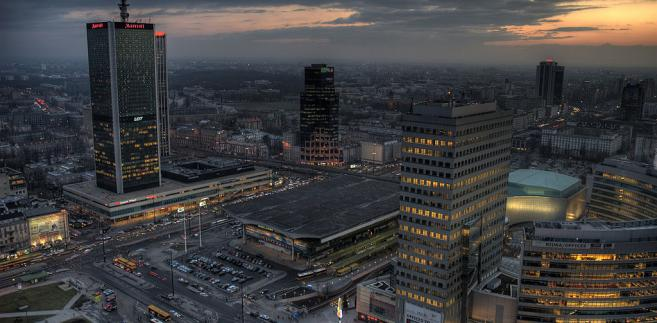Centrum Warszawy. Skrzyżowanie Al. Jerozolimskich z Emilii Plater przy Dworcu Centralnym