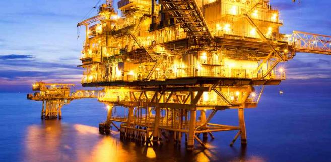 """Z najnowszego raportu płacowego firmy rekrutacyjnej Hays """"Oil & Gas Salary Guide 2016"""" wynika, że wyprzedaż na rynku ropy miała olbrzymi wpływ na strukturę zatrudnienia i zarobki w sektorze energetycznym"""