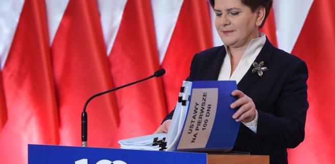 Beata Szydło podczas konferencji z okazji 100 dni rządu