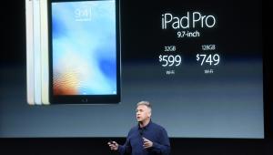 Philip Phil Schiller podczas prezentacji nowego iPada Pro w siedzibie Apple w Cupertino w Kalifornii, USA. 21.03.2016