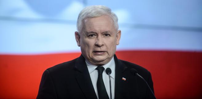 Prezes Prawa i Sprawiedliwości Jarosław Kaczyński podczas konferencji prasowej w siedzibie PiS.