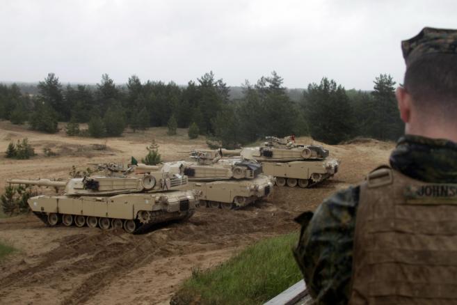 Amerykańskie czołgi Abrams na ćwiczeniach Saber Strike na Łotwie. Fot. EPA / Valda Kalnina DOSTAWCA: PAP / EPA.