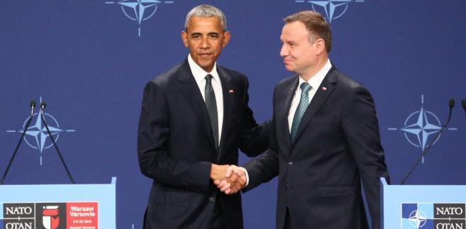 Prezydent RP Andrzej Duda oraz prezydent USA Barack Obama w trakcie wspólnego oświadczenia, po spotkaniu na stadionie PGE Narodowy w Warszawie.
