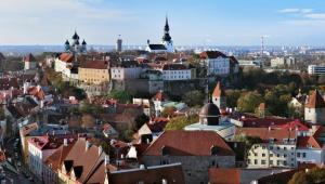 Estonia jest gotowa na przyjęcie euro - poinformowało we wtorek estońskie ministerstwo finansów. Państwo wprowadziło wszystkie niezbędne ustawy i rozporządzenia. Systemy informatyczne instytucji publicznych są przygotowane do zmiany waluty. Na zdj. Tallin, stolica Estonii. Fot. Shutterstock.