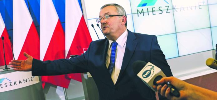 Dymisja Andrzeja Adamczyka może skutkować powstaniem nowego superresortu TOMASZ ADAMOWICZ/FORUM