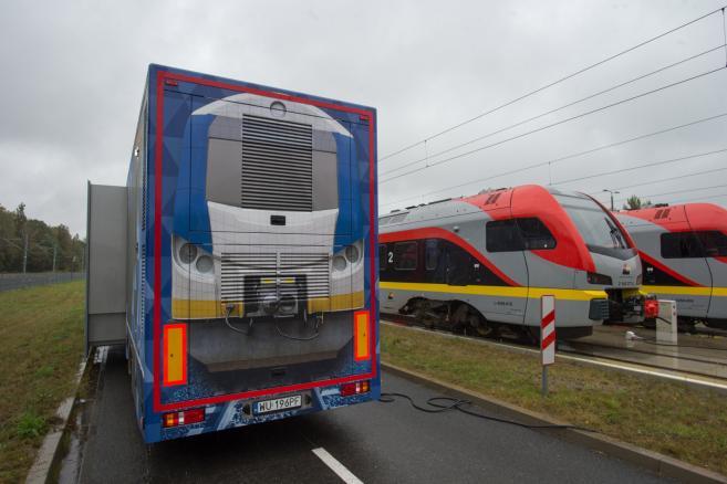 Mobilny symulator kolejowy SIMTRAQ - fot. (gm/kru) PAP/Grzegorz Michałowski