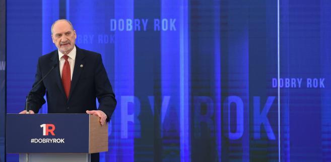 Minister obrony narodowej Antoni Macierewicz przedstawia sprawozdanie z pracy swojego resortu.