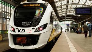 Pociąg Impuls Kolei Dolnośląskich na dworcu we Wrocławiu