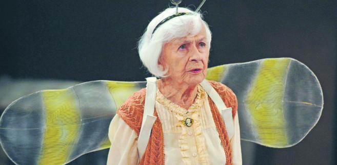 """Danuta Szaflarska pracowała zawodowo do końca życia. Na zdjęciu w spektaklu""""Daily Soup"""" w warszawskim Teatrze Narodowym Paulina Nowosielska fot. Jan Bogacz/TVP/PAP"""
