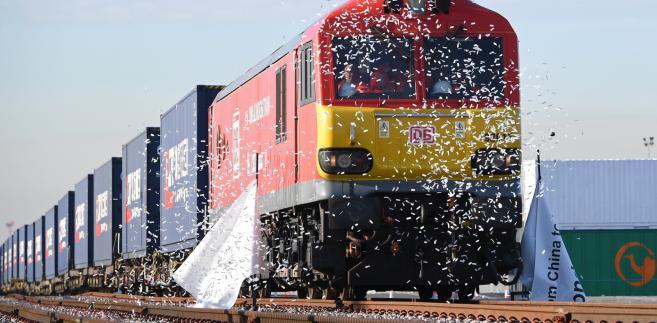 Pierwszy pociąg towarowy z podlondyńskiego Stanford-le-Hope odjeżdża do Chin. EPA/FACUNDO ARRIZABALAGA
