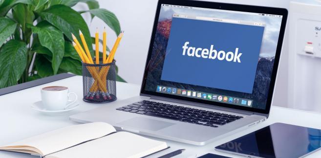 Facebook na ekranie komputera