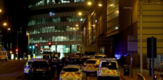 Policja po zamachu w Manchesterze