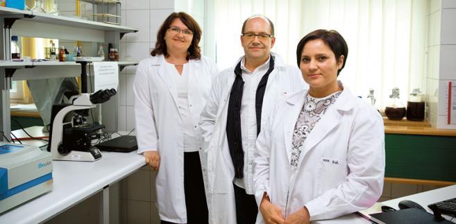 Dr inż. Iwona Gientka, dr hab. Stanisław Błażejak i dr inż. Anna Bzducha-Wróbel z warszawskiej SGGW fot. Wojtek Górski