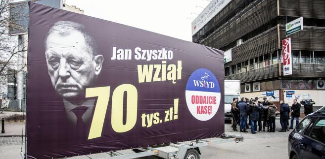 Kampania billboardowa PO przed siedzibą PiS