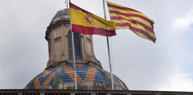 Flagi Hiszpanii i Katalonii w Barcelonie