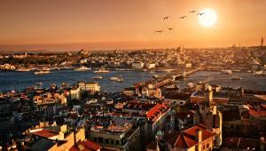 Zachód słońca w Istambule; autor: Vitaly Titov & Maria Sidelnikova