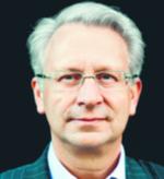 """Tomasz Budziak. Od ponad 20 lat pracuje jako doradca biznesowy. Wprowadzał na polski rynek wiele globalnych marek należących do najbogatszych rodzin biznesowych w Europie. Jest współzałożycielem i partnerem zarządzającym w firmie Korycka, Budziak & Audytorzy. Specjalizuje się w doradztwie dotyczącym sukcesji biznesowej. Autor książki """"Sukcesja w rodzinie biznesowej"""", za którą dostał od naszej redakcji nagrodę Economicus. Prowadzi blog www.sukcesjabiznesu.pl materiały prasowe"""