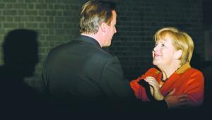 Ostatnio Angeli Merkel bliżej niż do Hollanda jest do Camerona. Premier Francji będzie budował sojusz z Włochami