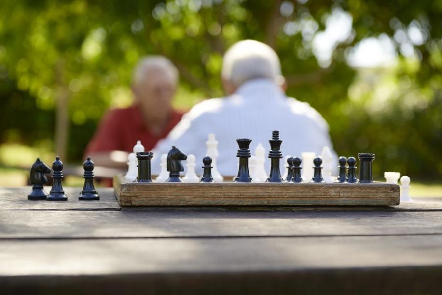 Emeryci, seniorzy, starsi ludzie