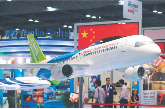Projekt Comaca C919 zaprezentowano na targach lotniczych w Hongkongu AFP