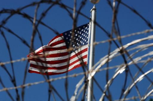 Flaga USA w bazie wojskowej Guantanamo na Kubie
