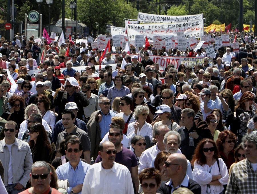 Protesty przeciw rządowym oszczędnościom w Grecji