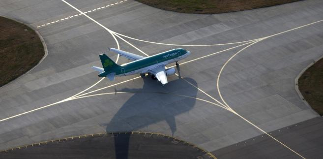 Samolot na lotnisku Heathrow, Londyn, Wielka Brytania.