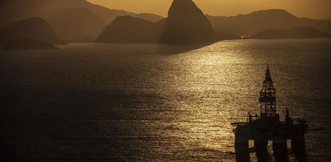 Platforma wiertnicza w pobliżu Rio de Janeiro, Brazylia. 20.05.2015
