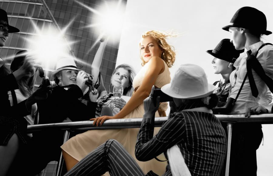 kobieta blondynka. For. Shutterstock