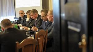 Analizowaniem projektów ustaw zajmują się właściwe komisje sejmowe.