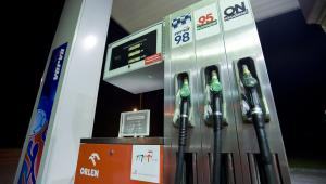Dystrybutor paliw na stacji Orlen, fot. John Guillemin/Bloomberg